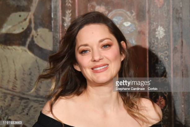 Marion Cotillard attends the photocall of the Chanel Metiers d'art 2019-2020 show at Le Grand Palais on December 04, 2019 in Paris, France.