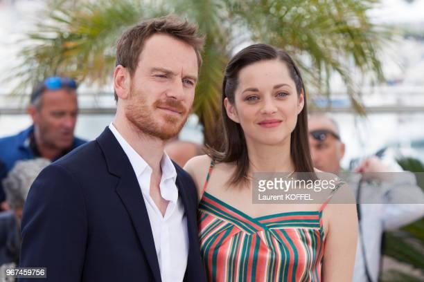 Marion Cotillard et Michael Fassbender lors du photocall du film 'Macbeth' pendant le 68eme Festival du Film Annuel au Palais des Festivals le 23 mai...