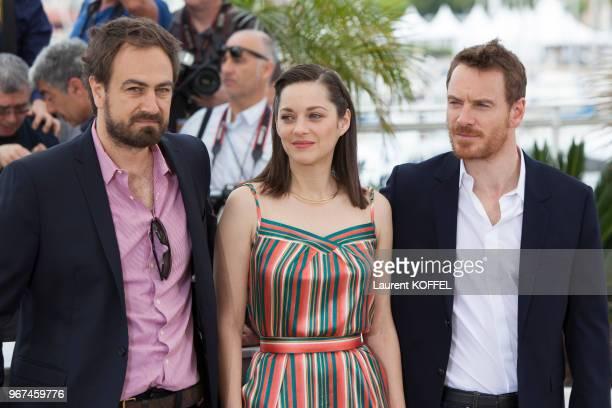 Marion Cotillard Justin Kurzel et Michael Fassbender lors du photocall du film 'Macbeth' pendant le 68eme Festival du Film Annuel au Palais des...