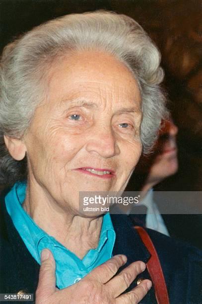 """Marion Gräfin Dönhoff, *1909-2002+, German journalist, Publisher of the weekly newspaper """"Die Zeit"""" - Portrait, 1989"""