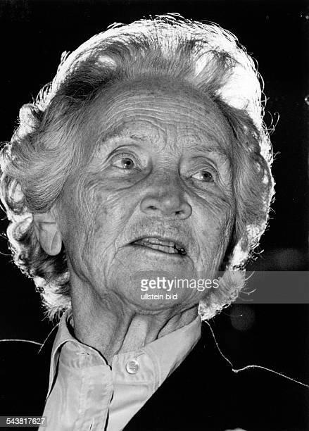 """Marion Gräfin Dönhoff, *1909-2002+, German journalist, Publisher of the weekly newspaper """"Die Zeit"""" - Portrait, March 1997"""