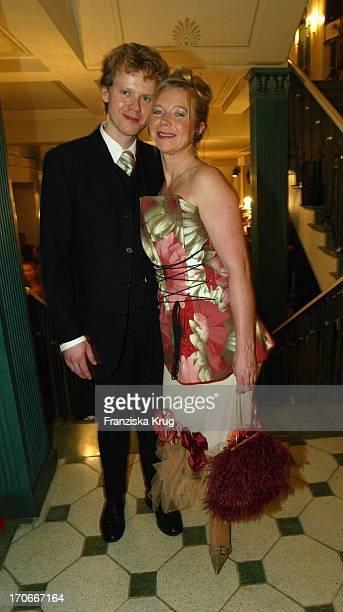 Marion Kracht Und Ehemann Berthold Manns Bei Der Party Nach Der 39 Verleihung Der Goldenen Kamera Im Konzerthaus In Berlin Am 040204