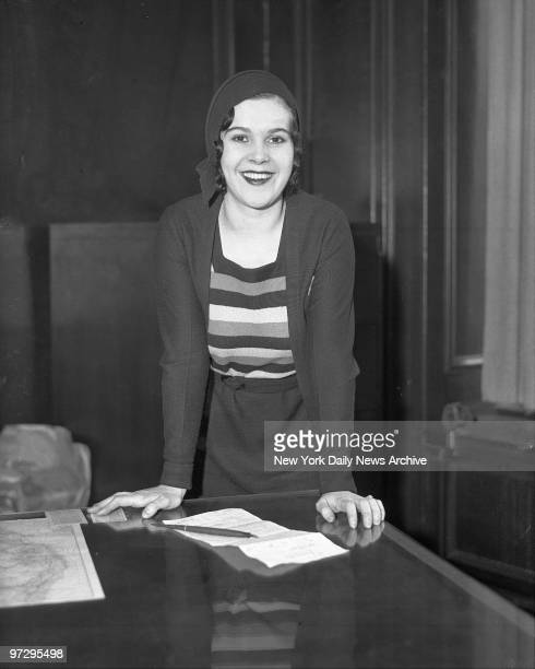 Marion Roberts the red haired sweetheart of slain gangster chief Jack Diamond yesterday signed a vaudeville contract