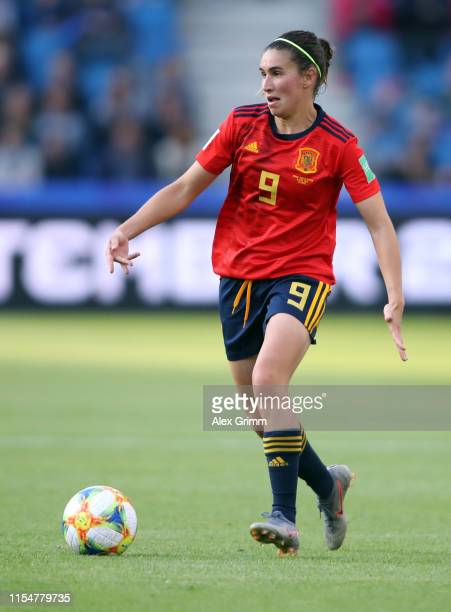 Mariona Caldentey of Spain controles the ball during the 2019 FIFA Women's World Cup France group B match between Spain and South Africa at on June...
