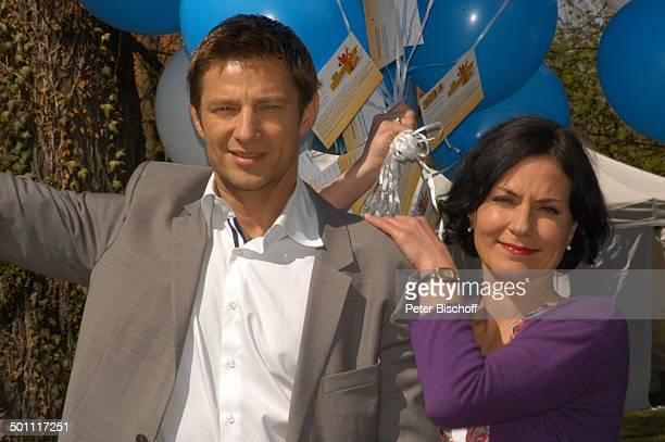 Marisa Burger Igor Jeftic ZDFSerie Die RosenheimCops 250 Folge Inning / Ammersee Bayern Deutschland Europa Jubiläum Jubiläumsfolge Luftballons...