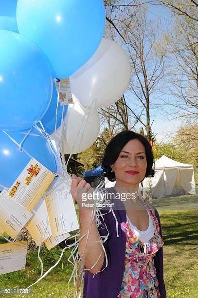 Marisa Burger ZDFSerie Die RosenheimCops 250 Folge Inning / Ammersee Bayern Deutschland Europa Jubiläum Jubiläumsfolge Luftballons Schauspielerin...