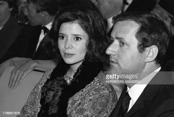 MarisJosé Nat et son mari Michel Drach lors d'une 1ère à Paris en 1965 FRance