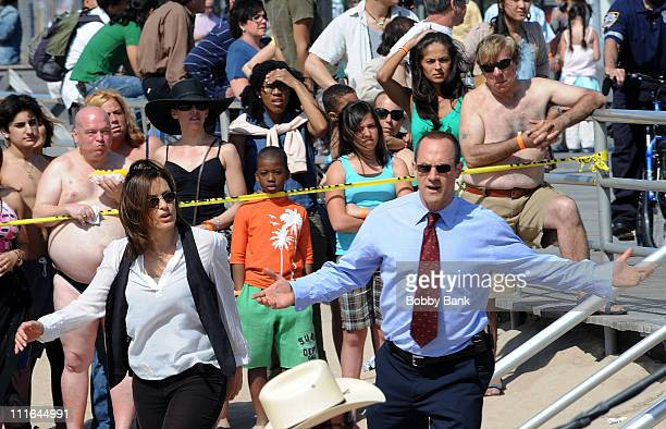 Mariska Hargitay and Christopher Meloni on location for 'Law Order SVU' on the streets of Brooklyn on April 28 2009 in New York City