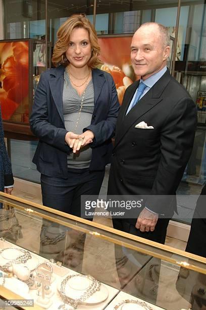 Mariska Hargitay and New York City Police Commissioner Ray Kelly
