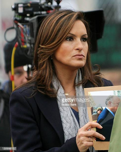 Mariska Hargitay filming on location for Law Order SVU>> on December 15 2011 in Fort Lee New Jersey