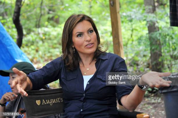 COVERAGE*** Mariska Hargitay first day filming on location for 'Law Order SVU' 12th season on the streets of Manhattan on July 15 2010 in New York...