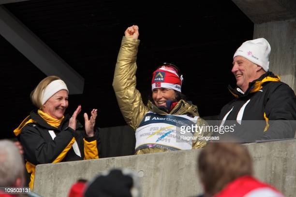 Marit Bjoergen celebrates with Queen Sonja of Norway and King Harald V of Norway after winning the gold medal in the FIS Nordic World Ski...