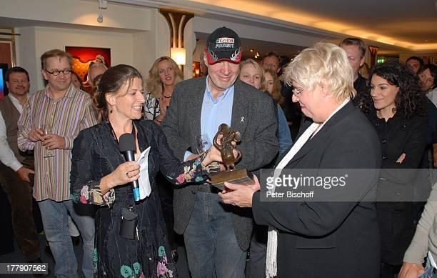 Marita Held und Ulrike Schirrmacher und Namen auf WunschTheaterGala 'Das große Kleinkunstfestival für Kabarett Comedy und Musik' der Wühlmäuse 2010...
