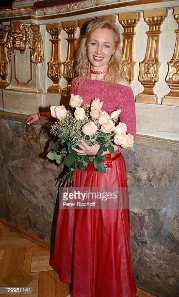 """Marita Marschall, """"Bayerischer Filmpreis;2000"""", """"Cuvillies-Theater, München,;Abendkleid, Blumen, Blumenstrauss, Rose,"""