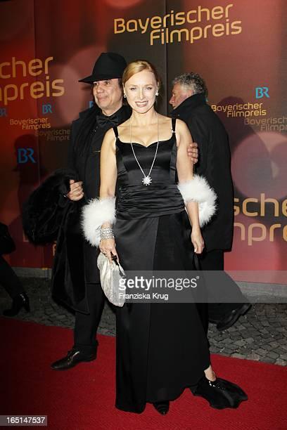 Marita Marschall Und Begleitung Bei Der 32 Verleihung Des Bayerischen Filmpreises In München