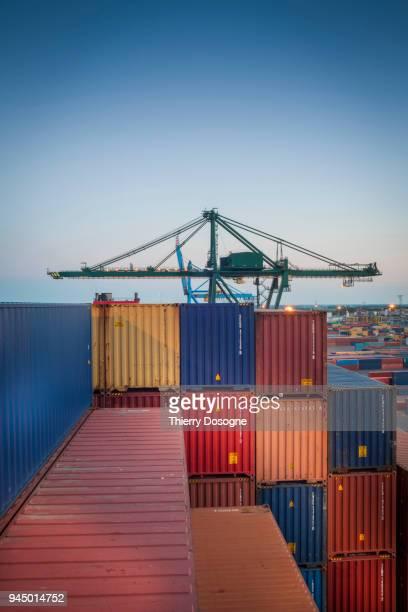maritime freight - recipiente fotografías e imágenes de stock