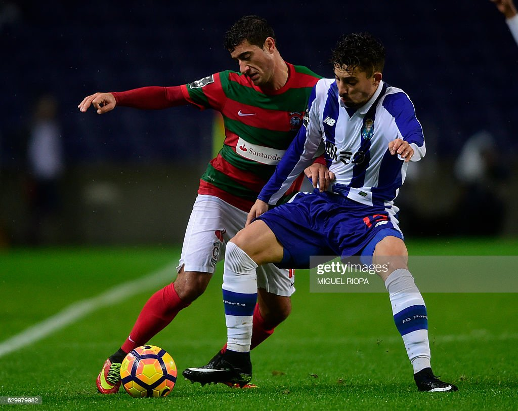 Maritimo's Armenian midfielder Gevorg Ghazaryan (L) vies with Porto's Brazilian defender Alex Telles during the Portuguese league football match FC Porto vs CS Maritimo at the Dragao stadium in Porto on December 15, 2016. / AFP / MIGUEL