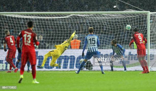 Marius Wolf of Frankfurt scores the second goal during the Bundesliga match between Hertha BSC and Eintracht Frankfurt at Olympiastadion on December...