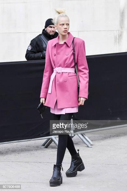 Marjan Jonkman is seen arriving at Chanel Fashion Show during the Paris Fashion Week Womenswear Fall/Winter 2018/2019 on March 6, 2018 in Paris,...