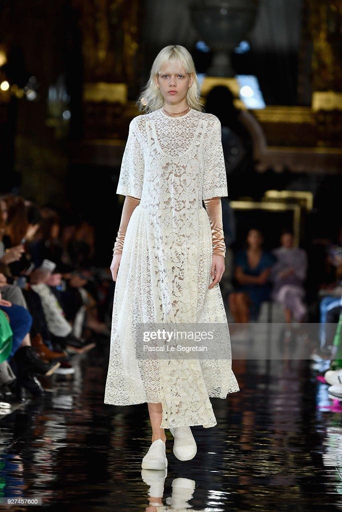 Marjan Jonkman walks the runway during the Stella McCartney show as part of the Paris Fashion Week Womenswear Fall/Winter 2018/2019 on March 5, 2018 in Paris, France.