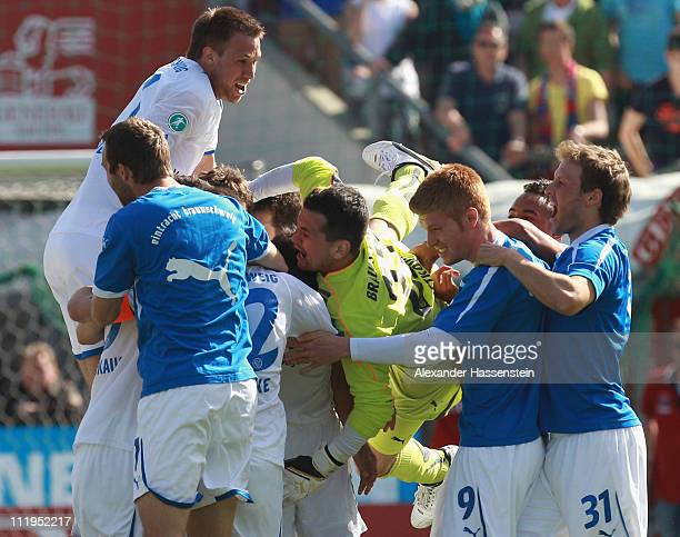 Marjan Petkovic keeper of of Braunschweig celebrates with his team mates after the Third League match between SpVgg Unterhaching and Eintracht...