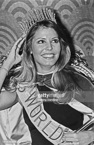 Marjorie Wallace, Miss USA, wins the Miss World 1973 beauty pageant at the Royal Albert Hall in London, UK, 23rd November 1973. She was stripped of...