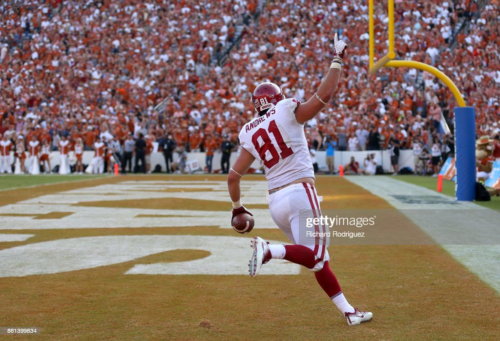 Mark Andrews #81 of the Oklahoma Sooners celebrates his fourth quarter, go ahead touchdown against the Texas Longhorns at Cotton Bowl on October 14, 2017 in Dallas, Texas.