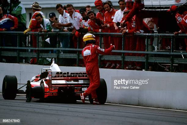 Mark Blundell, McLaren-Mercedes MP4/10B, Grand Prix of Great Britain, Silverstone Circuit, 16 July 1995. Mark Blundell retires in fron of his pit...