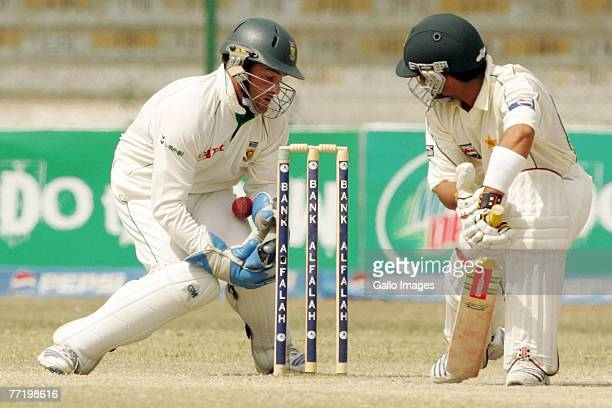 Mark Boucher of South Africa takes the catch of Kamran Akmal of Pakistan during day five of the first test match series between Pakistan and South...