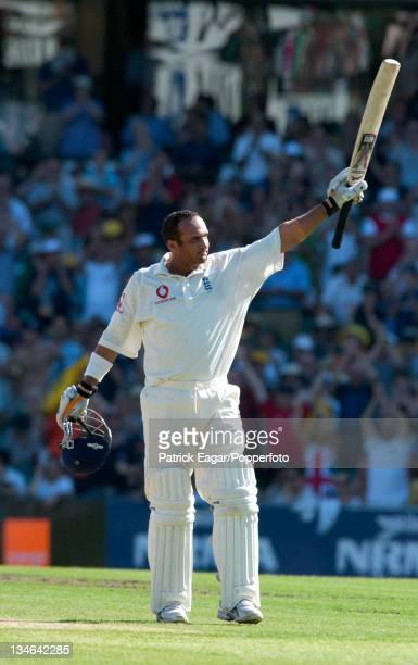 Mark Butcher reaches his 100 Australia v England 5th Test Sydney Jan 03