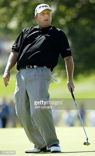 Mark Calcavecchia of the US reacts to missing a birdie putt on the 2nd hole during the 2nd round of the 2002 PGA Championship 16 August 2002 at...