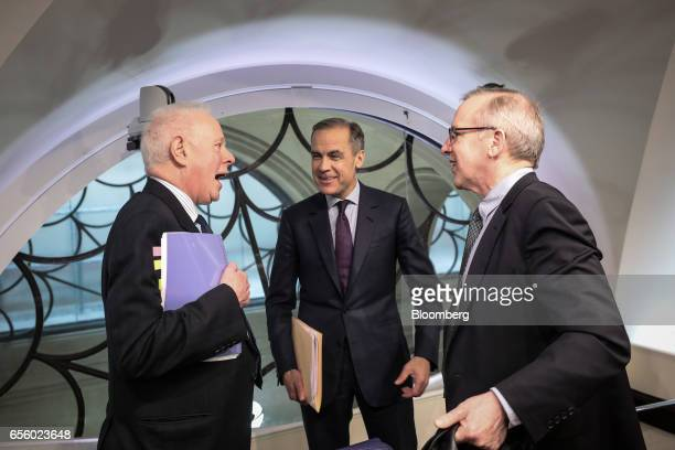 Mark Carney governor of the Bank of England center speaks with William Dudley president and chief executive officer of the Federal Reserve Bank of...