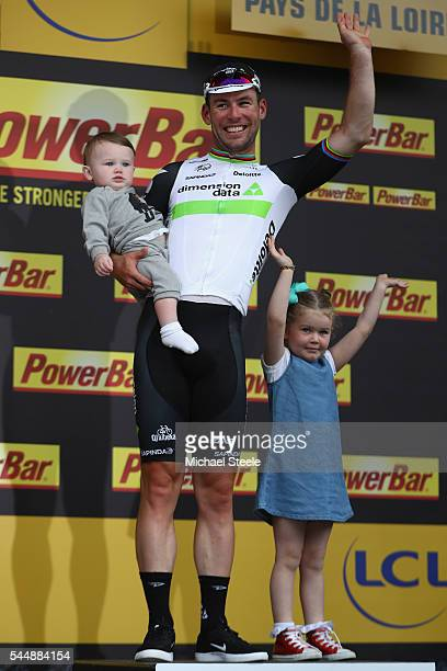 Mark Cavendish of Great Britain and Team Dimension Data acknowledges the crowds applause alongside his daughters Frei and Delilah Grace on the podium...