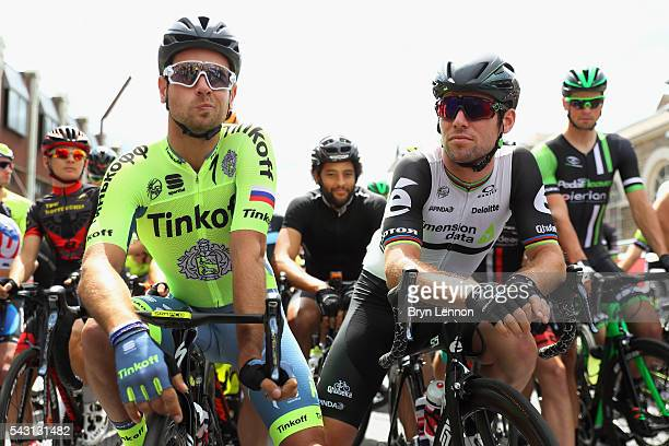 Mark Cavendish of Great Britain and Team Dimension Data chats to Adam Blythe of Great Britain and Tinkoff at the start of the Elite Men's 2016...