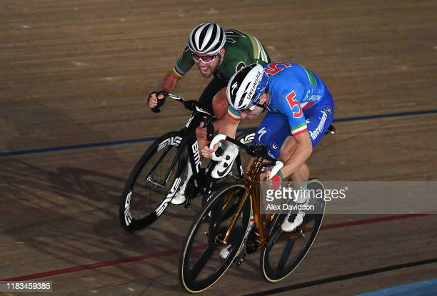 Mark Cavendish of Great Britain over takes Elia Viviani of Italy on the final straight to win the Madison Chase during Day Four of the London Six Day...