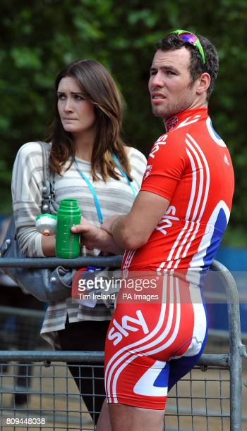 Mark Cavendish With His Friend Peta Todd After Winning The Surrey Cycle Clic And Olympic