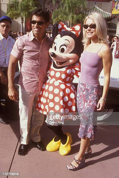Mark Consuelos Minnie Mouse and Kelly Ripa during Super Soap Weekend Disney MGM Studios Orlando Florida September 25 1999 at Disney MGM Studios in...