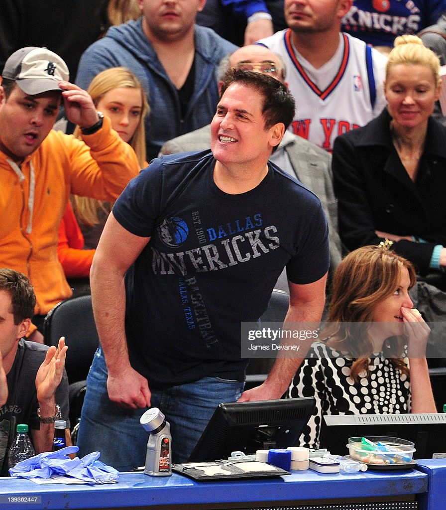 Celebrities Attend The Dallas Mavericks Vs New York Knicks Game - February 19, 2012 : News Photo