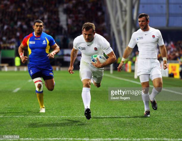 Mark Cueto of England breaks free to score their first try during the IRB 2011 Rugby World Cup Pool B match between England and Romania at Otago...
