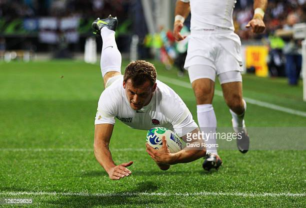 Mark Cueto of England scores their first try during the IRB 2011 Rugby World Cup Pool B match between England and Romania at Otago Stadium on...