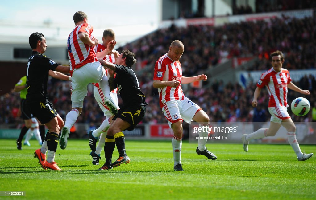 Stoke City v Bolton Wanderers - Premier League : ニュース写真