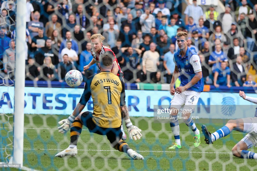Mark Duffy of Sheffield United scores a goal to make it 2-3 during the Sky Bet Championship match between Sheffield Wednesday and Sheffield United at Hillsborough on September 23, 2017 in Sheffield, England.