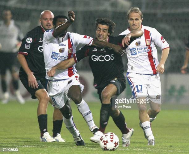 Mark Edusei of Catania comptetes with Reggina's Giacomo Tedesco during the Serie A match between Reggina and Catania at Stadio Oreste Granillo...