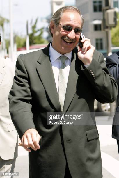 Mark Geragos at the Scott Peterson murder trial the day Amber Frey testifies San Mateo County Courthouse Redwood City California August 10 2004