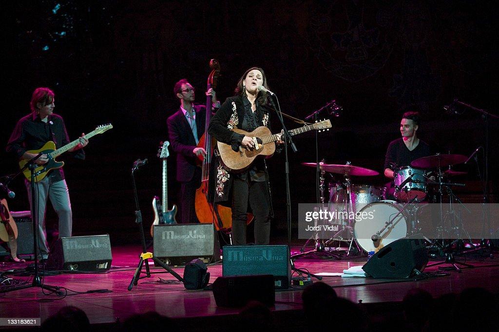Mark Goldenberg, Barak Mori, Madeleine Peyroux and Darren Beckett perform on stage at Palau De La Musica on November 17, 2011 in Barcelona, Spain.