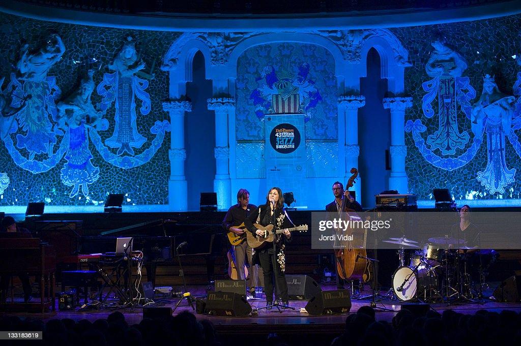 Mark Goldenberg, Madeleine Peyroux, Barak Mori and Darren Beckett perform on stage at Palau De La Musica on November 17, 2011 in Barcelona, Spain.