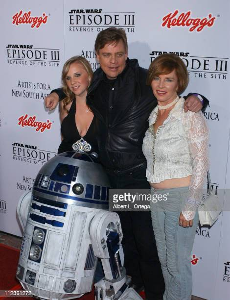 Mark Hamill Marilou York daughter Chelsea and R2D2
