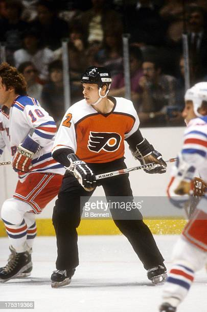 Mark Howe of the Philadelphia Flyers skates on the ice during an NHL game against the New York Rangers on October 13 1982 at the Madison Square...