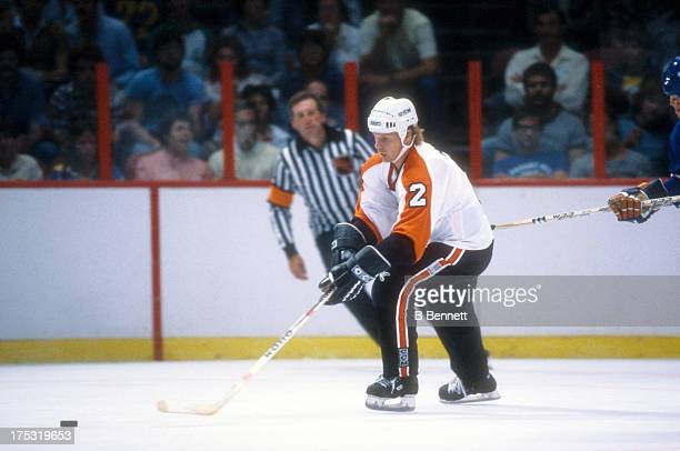 Mark Howe of the Philadelphia Flyers skates with the puck during an NHL game against the New York Islanders circa 1982 at the Spectrum in...