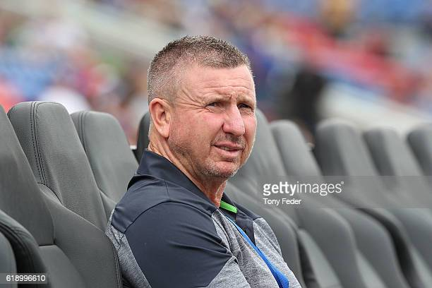 Mark Jones coach of the Newcastle Jets during the round four ALeague match between the Newcastle jets and Sydney FC at McDonald Jones Stadium on...